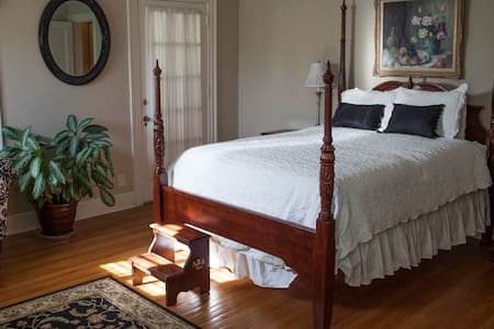 The Grandview Inn Bed and Breakfast Master Suite - Pawhuska