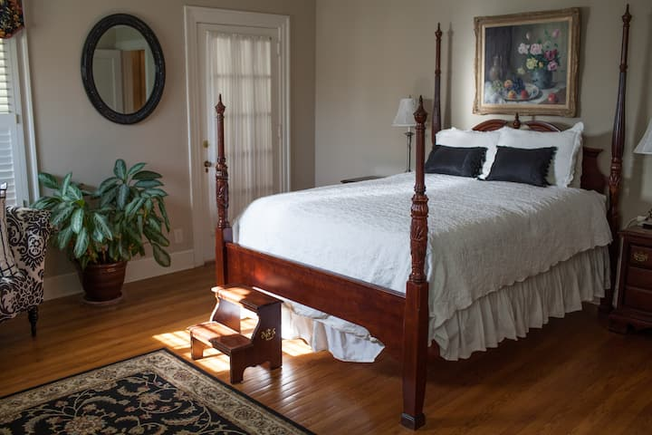 The Grandview Inn Bed and Breakfast Master Suite