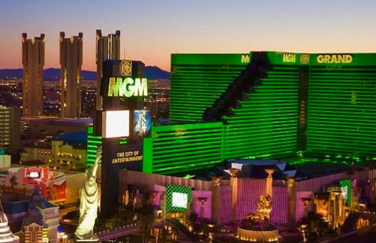 NO RESORT FEE!! @MGM/Signature Suite ON THE STRIP