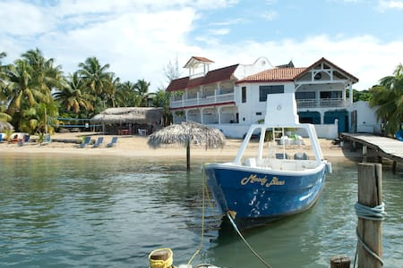 Casa Sueño Del Mar - West End - Bed & Breakfast