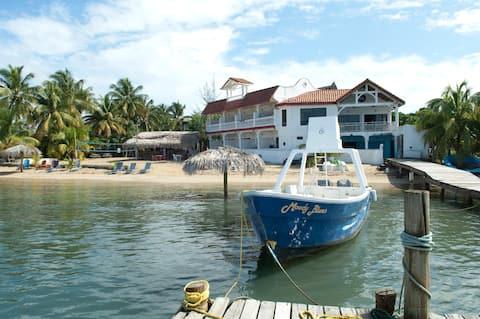 Large Beachfront Home, Casa Sueno Del Mar