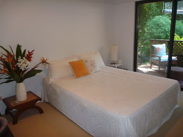 La cachette garden bedroom maisons louer byron bay - The wing house maison ailee en australie ...