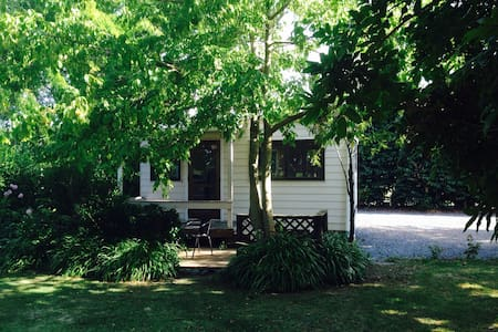 Private self contained cottage - Haumoana - Dom
