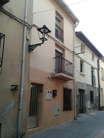 Casa acojedora, ubicada en el corazon de la Rioja. - Cenicero - Talo