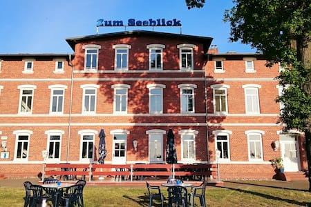Doppelzimmer im Hotel direkt am Wasser - Klausdorf