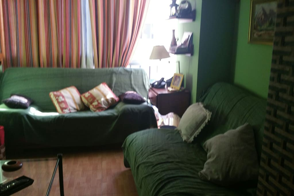 Dos sof s cama dobles en sal n ver fotos gracias for Sofa cama sevilla