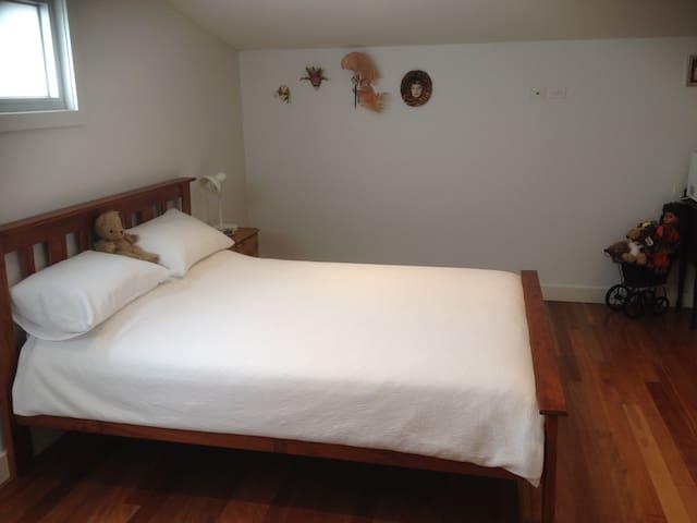 Private Room & Sunny - Williamstown - Hus