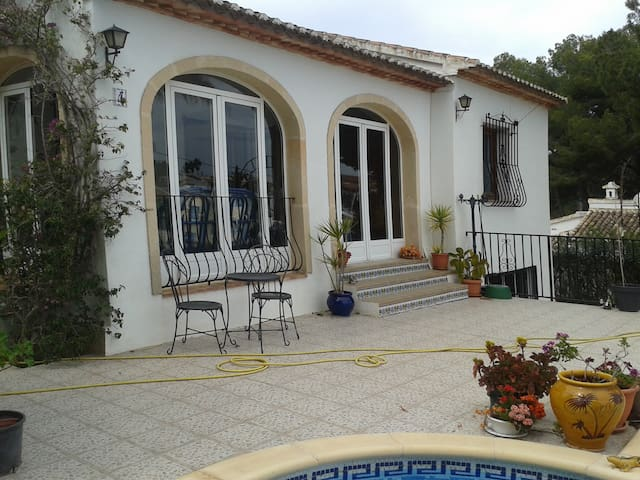 Villa appartment with use of pool. - Javea