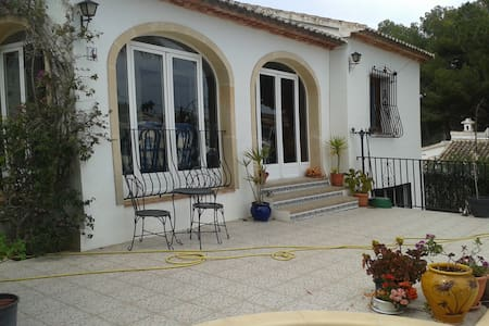 Villa appartment with use of pool. - Jávea - Daire