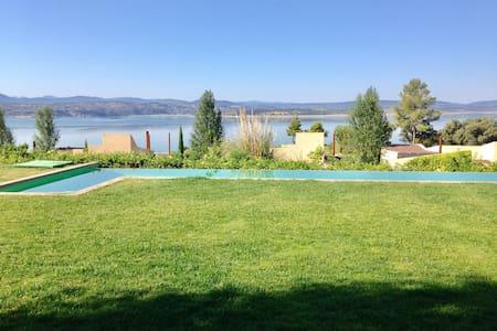 Villa de lujo y golf en Valdecañas