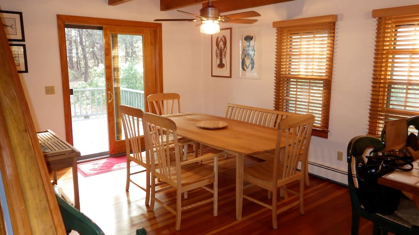 Dining table (seats 6-7)