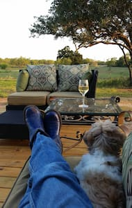 Have a cozy, country vacation on 33 acre ranch. - Jourdanton