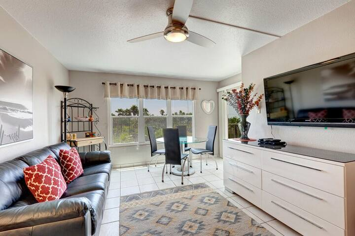 Gulfview II 311 - Great Beach Access WITHOUT Beachfront Prices! Family Friendly! Large Pool, 2 Hot Tubs, Next to Isla Blanca