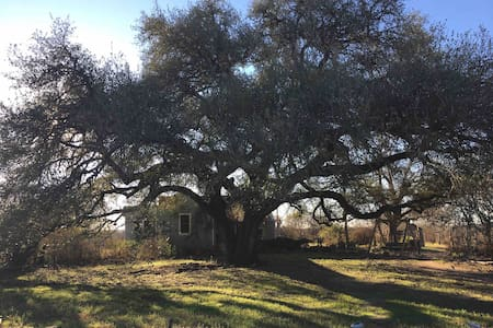 Blue Hill Farm House, 5 miles from Round Top