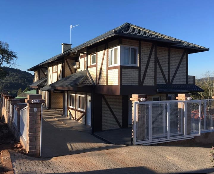Alpen Haus 1 Casa NOVA, c/ banheira hidromassagem