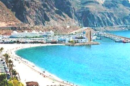 Roquetas de mar Playa de Aguadulce