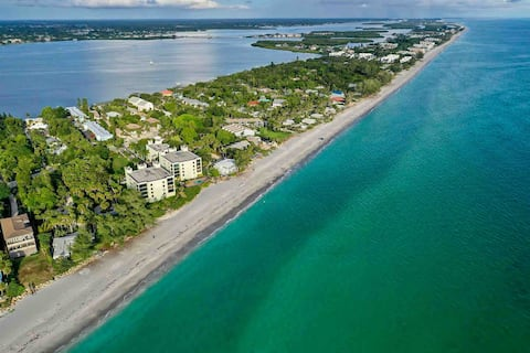 New Updated Condo with Private Beach Access & Gear