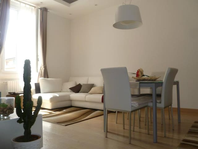 Elegant flat and strategic position - Milano - Lejlighed