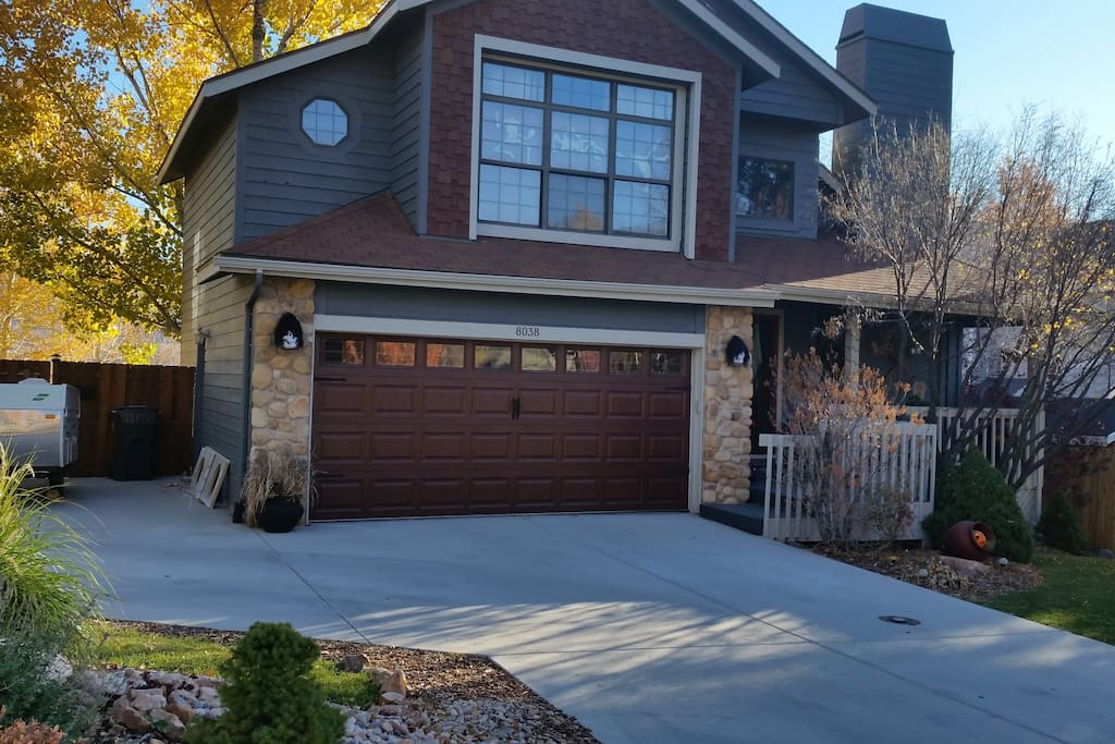Craftsman style bungalow located in quiet Pinebrook neighborhood (ready for Halloween)!