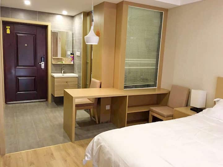 2人标准房,朱家尖现代风格五星级酒店装修,8分钟到码头乘船去普陀