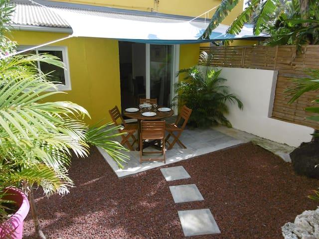 Appartement de charme avec jardin à Terre Sainte