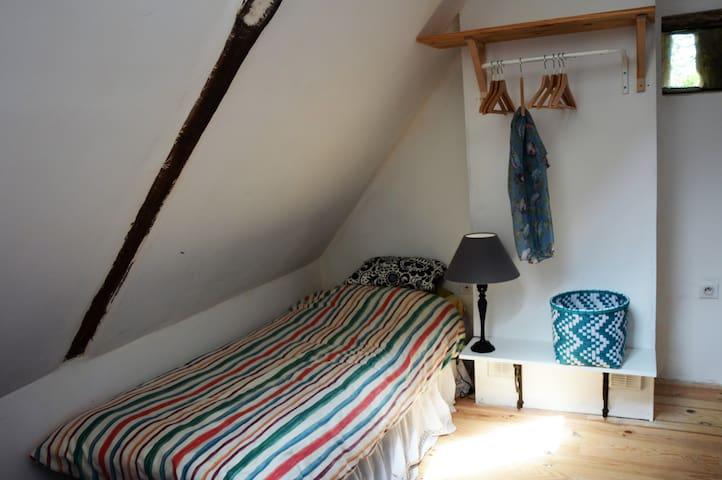 2 lits simples a l étage