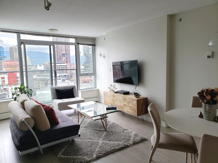 Elegant 1 BR with Beautiful City Views & Parking