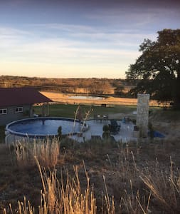 CHARMING!  Renovated barn w/private pool & hot tub