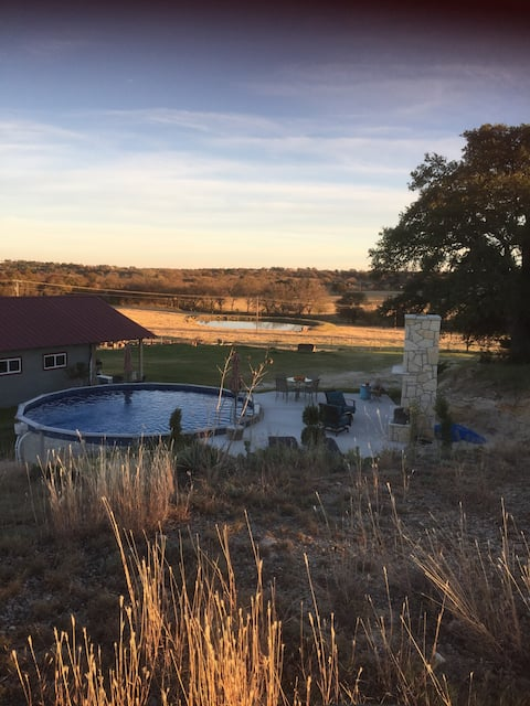 Renovated barn w/private pool & hot tub