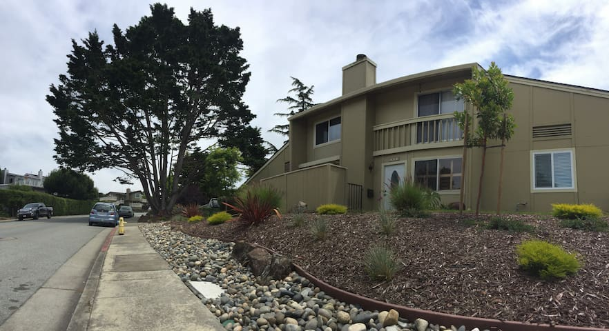 Aptos condo walking distance (10-15m) to the beach