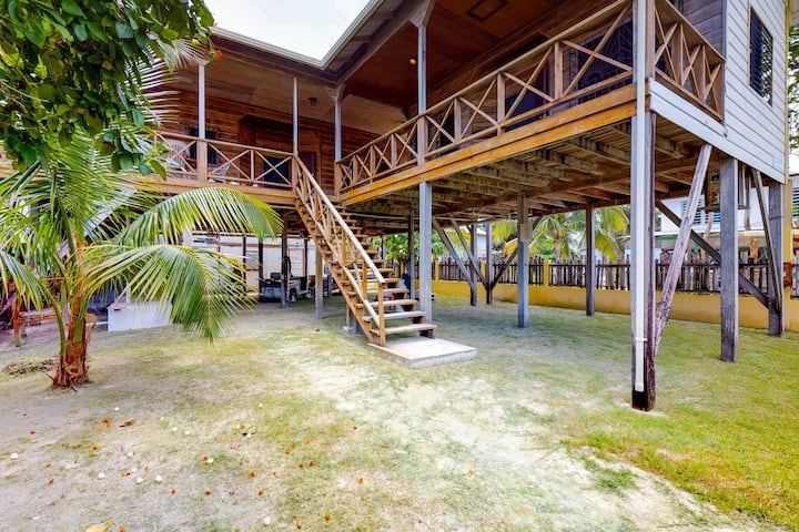Breezy studio suite with an expansive covered deck, WiFi, and a great location!