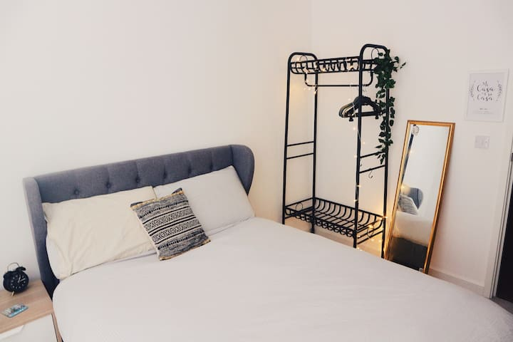 Quiet & comfortable double room 10 min to centre