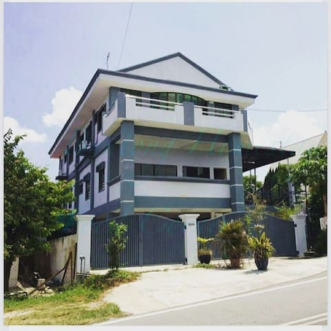 Total 7 rooms good for big family - Ipoh - บ้าน