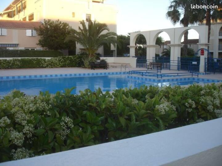 Studio cabine avec piscine, terrasse, proche plage