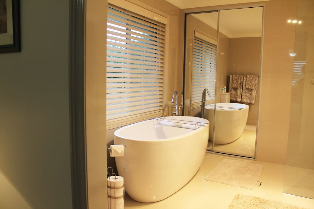 Ensuite showing bath
