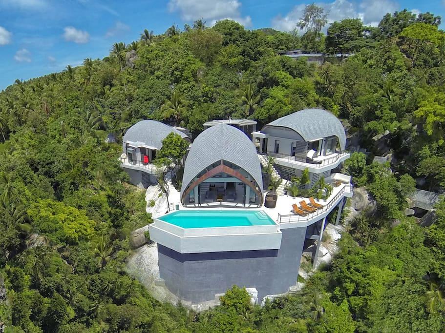 Villa Moon Shadow comprises 3 pavilions onlooking the stunning ocean view