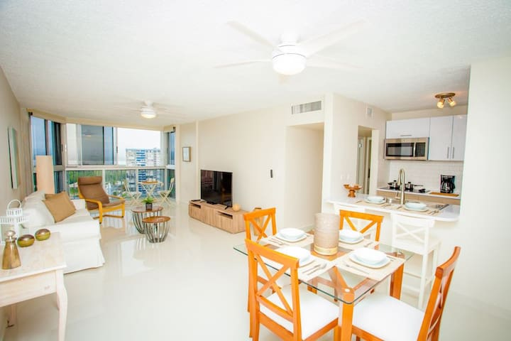 Beautiful Apartment in Ocean Front building
