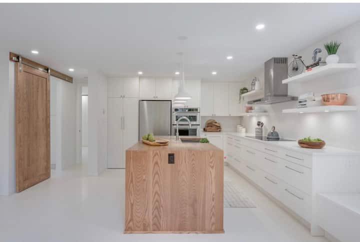 Sparkling Garden Suite, Crescent Beach BC