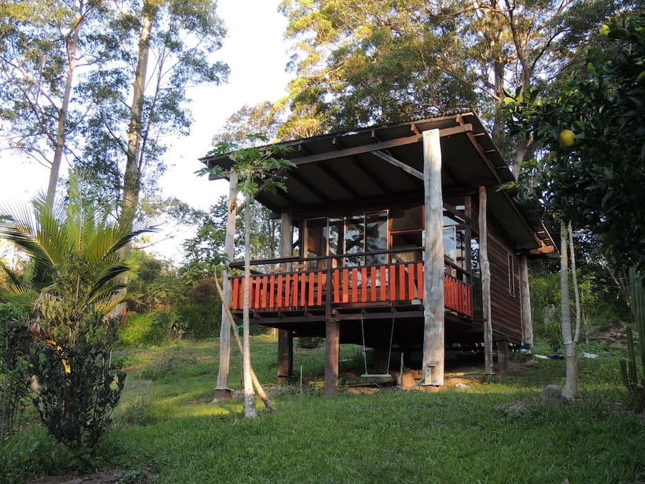 20 m2 wooden chalet with balcony built with second hand materials.