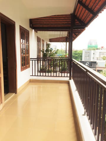 Entire Apt/2BR, Expat Neighborhood, Cafes, Restos - Phnom Penh - Apartamento