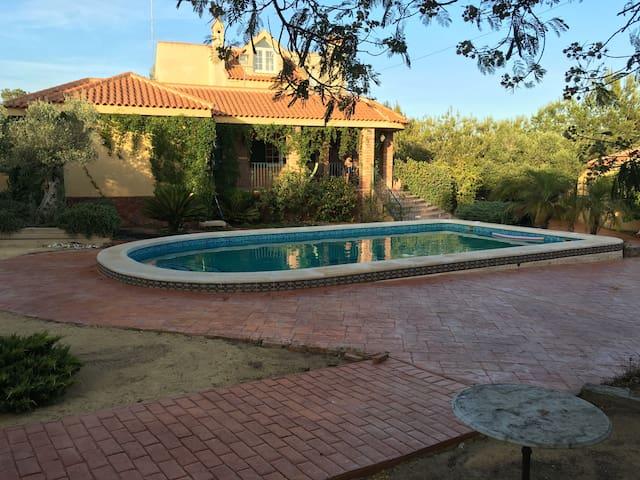 Bonito Chalet con piscina propia. Cercano a playas - Algorfa - Dom
