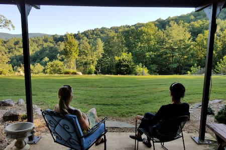 Comfy 'Cabin at Noon' in the Blue Ridge Mountains - Roanoke - Cabaña