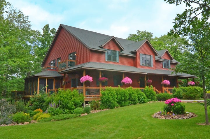 Owner's Suite - Woodland Trails Bed & Breakfast
