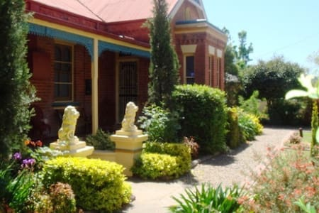 Boutique Motel Sefton House - Tumut - Tumut