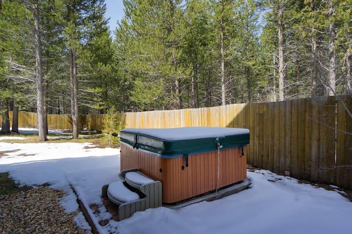 Moonlight Ridge: dip in the hot tub, 15 min to Heavenly