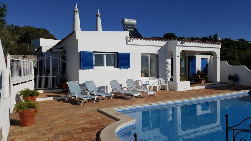 Casa Pequena - Santa Bárbara de Nexe - Huis