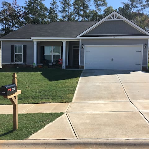 Masters Rental - New Home! - North Augusta - Talo