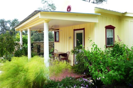 The Cottage at Bear Creek Retreat - Manchaca - Cottage