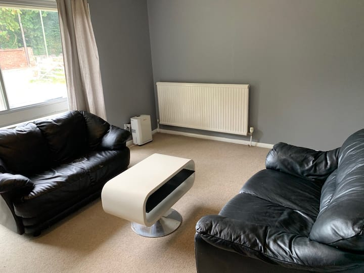 No frills flat 10 mins from Guildford High Street