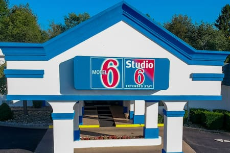 Motel 6---2 Queen beds non-smoking